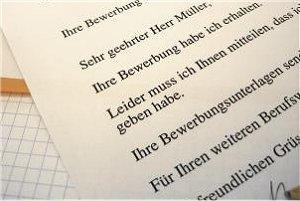 Eine Absageschreiben auf eine Stellenbewerbung (Claudia Hautumn/pixelio.de)